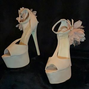 ✨ Nude heels 👠 ✨